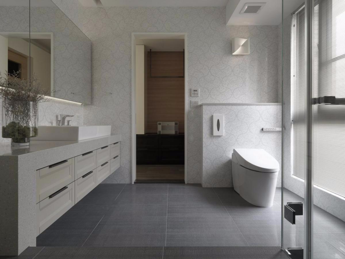 【美之家装饰】卫生间还是要装成这样的,简单、实用就好!